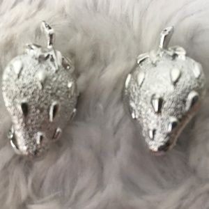 Vintage Strawberry Clip Earring Silver Textured